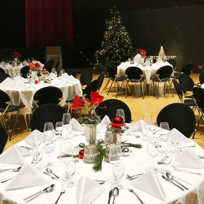 Weihnachtsfeier klassisch in rot